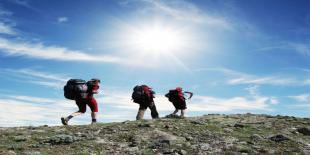 Hiking, Lebih Ekonomis dan Sehat