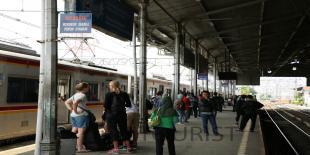 Penumpang Commuter line turun 70 persen