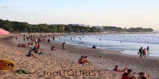 Turis Amrik ke Bali Naik