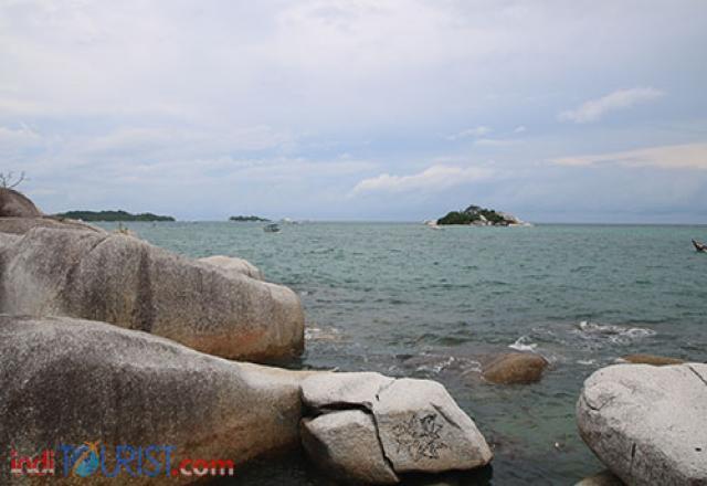 Nampak salah satu Pulau yang bisa di kunjungi dengan perahu motor