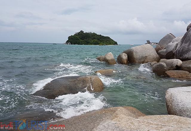 Pantai di Tanjung Kelayang identik dengan batu-batu granit