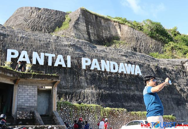 Pekerja pariwisata Bali dapat bantuan bahan pokok