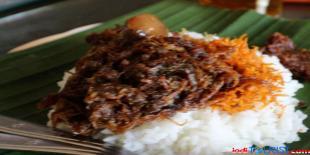 Nikmatnya hidangan nasi Krawu