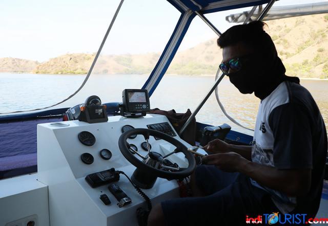 Ada kapal pesiar merapat ke Pulau Komodo